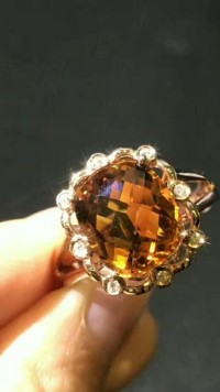 拥有一件专属定制珠宝,是谁能感觉?