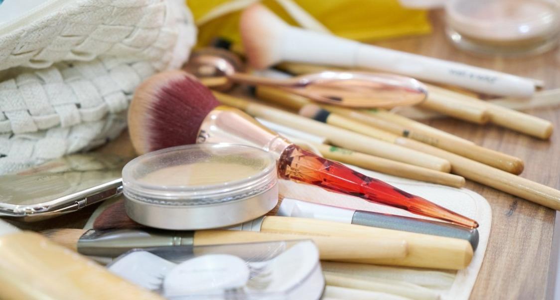 化妆品促销海报如何设计 化妆品促销海报设计要注意什么