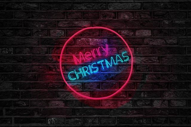 创意霓虹灯圣诞节海报设计模版分享 玩转创意的海报设计